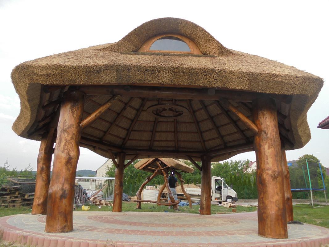altany drewniane kryte trzciną